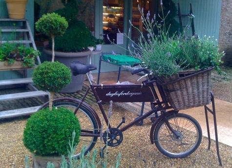 Dayelsford  20  Organics  20  Exterior  20  with  20  Bike