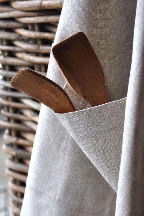 march linen flax apron detail