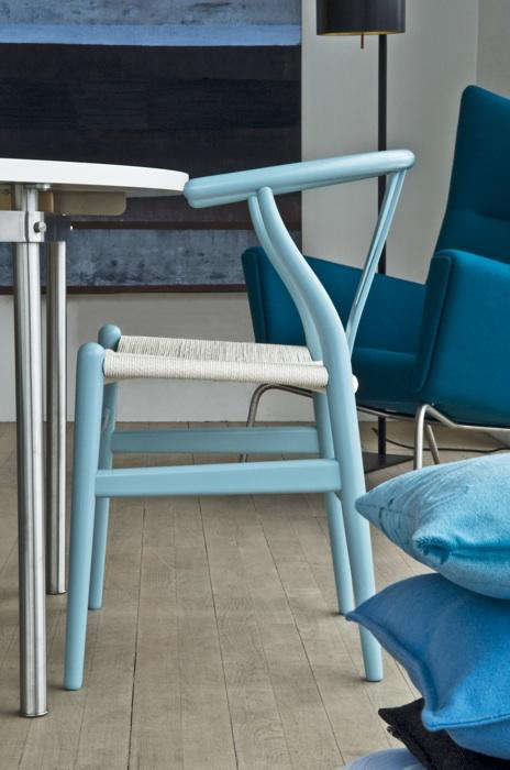 Furniture Blue Series Wishbone Chairs from Carl Hansen  Son portrait 4