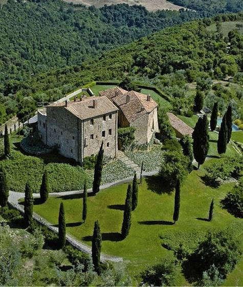 Hotels  Lodging Castello di Vicarello in Italy portrait 3
