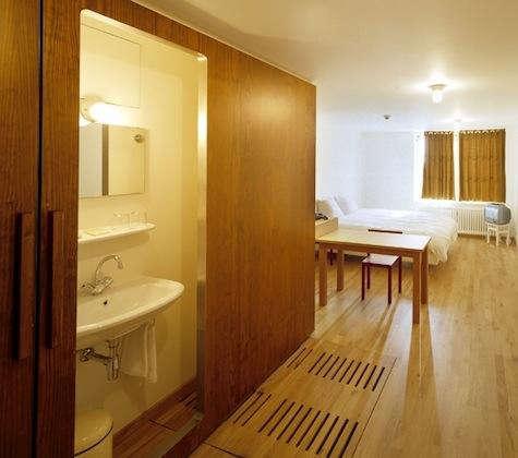 lloyd hotel bath sliding