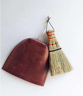 dustpan broom analog life