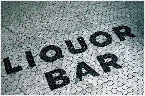 Restaurant Visit Schillers Liquor Bar in New York portrait 9