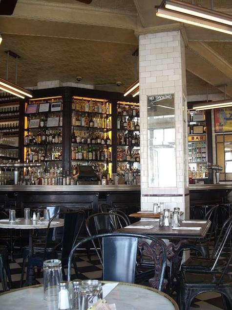 Restaurant Visit Schillers Liquor Bar in New York portrait 4
