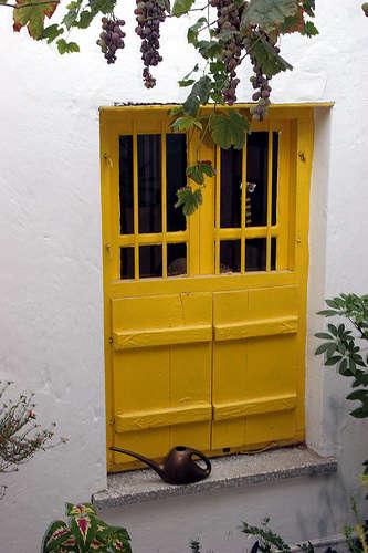 yellow door france