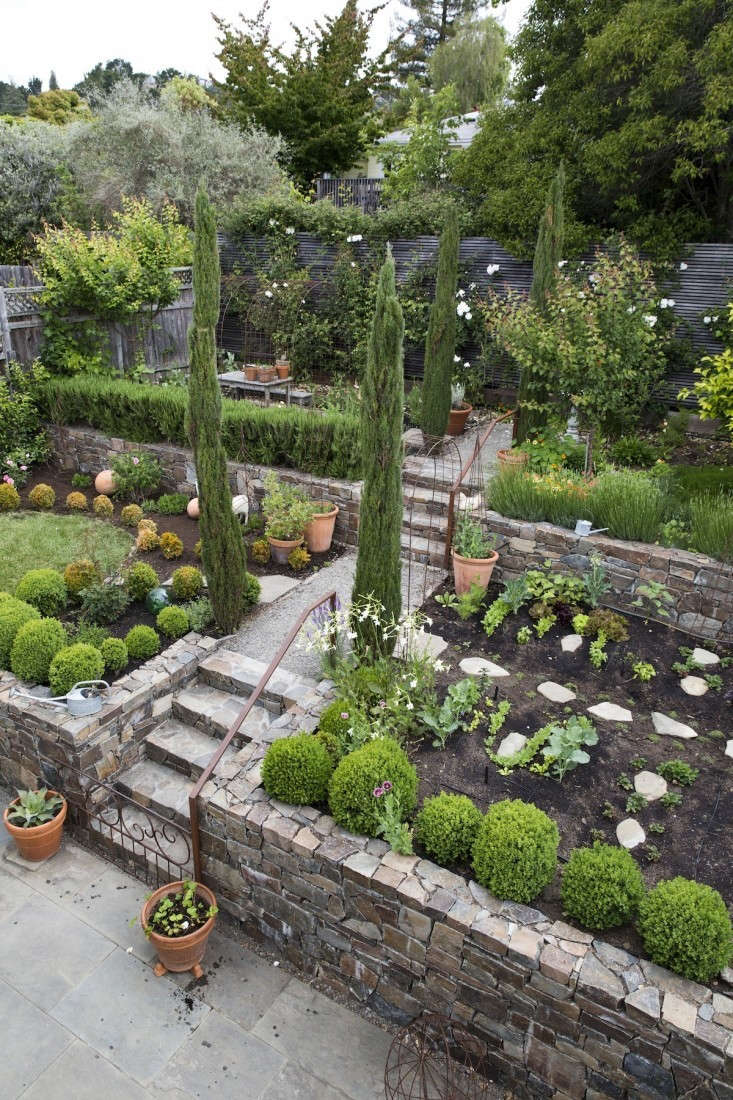 among our\1\1 landscape design mistakes to avoid in \20\17: fora lush summe 11