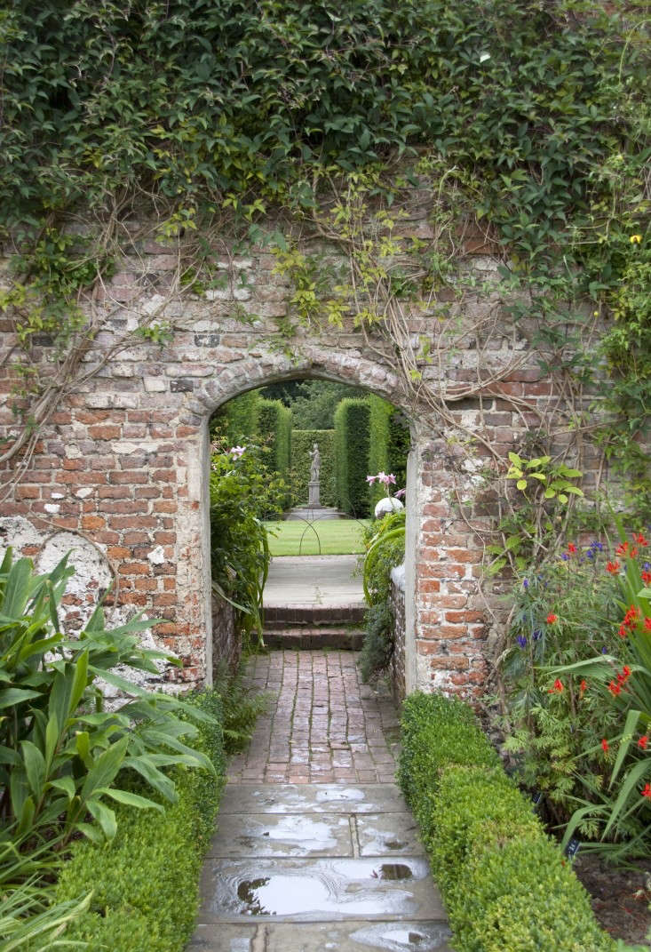 and, an everyday idea to steal from grand estate gardens: dramatic entrances th 11