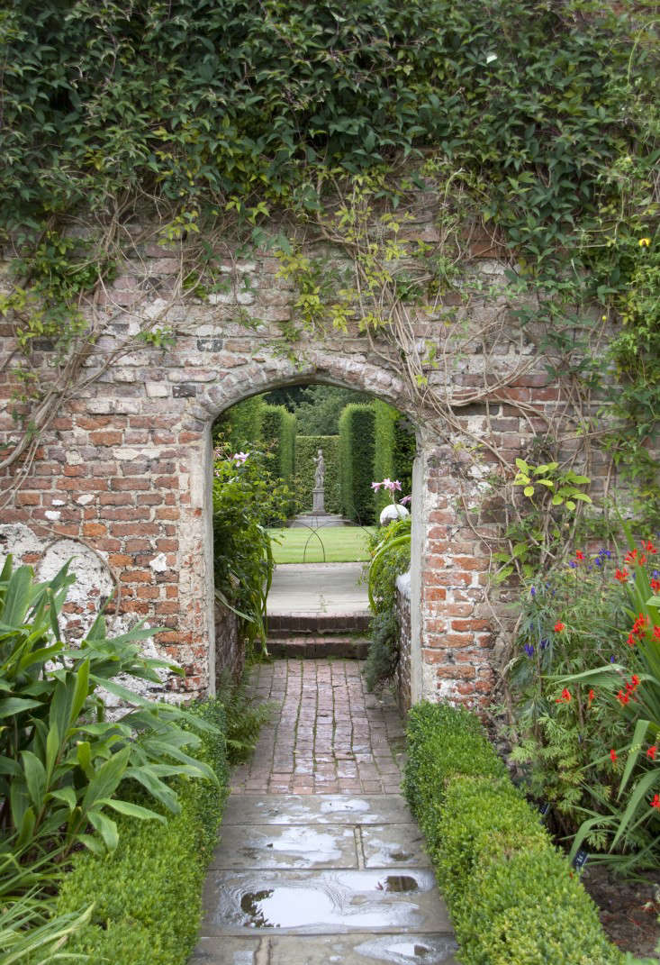 And, an everyday idea to steal from grand estate gardens: dramatic entrances that create a sense of intrigue between different areas of your garden. See more ideas to steal in Everyday Ideas to Steal from Estate Gardens. Photograph by Tony Hisgett via Wikimedia.