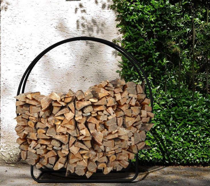 firewood log rack round gardenista 1