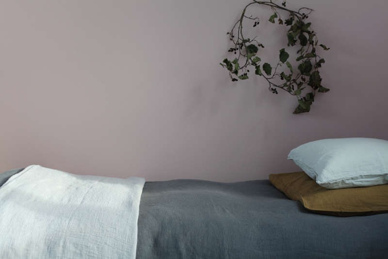 linen bedding from le reperes des belettes | remodelista 18