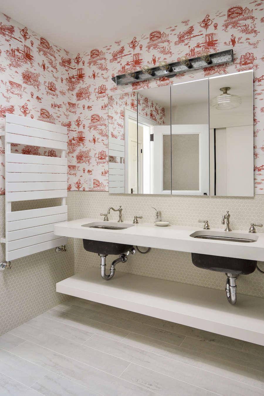 brooklyn toile in architects gregory merkel and catalina roja's brooklyn bathro 23