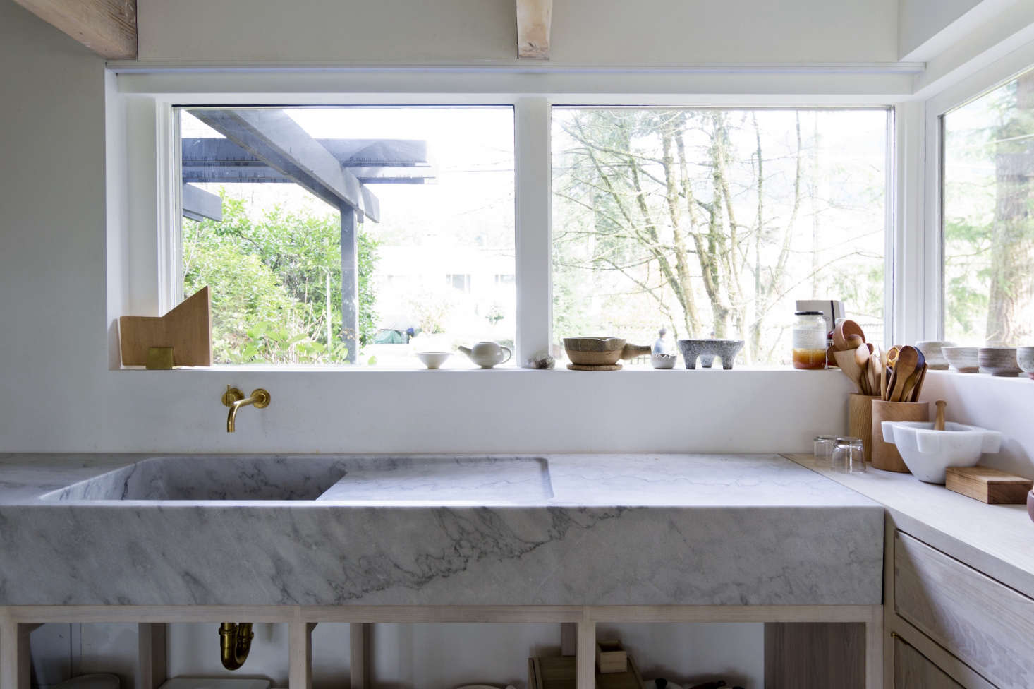 The marble came from the Hisnet Inlet quarry on Vancouver Island, near where the Scotts built themselves anoff-the-grid cabin.The measurements of the counter— inches deep and eight inches thick—were determined by the sink depth and the heightof the drawers on either side of the marble. The brass faucet is a Vola.