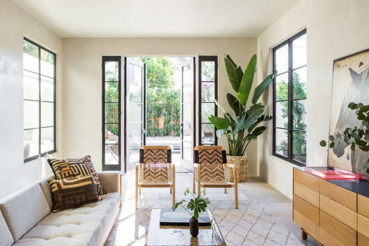 West-Hollywood-spec-house-by-Leigh-Herzig-photograph-by-Laure-Joliet-Remodelista-35-733x488