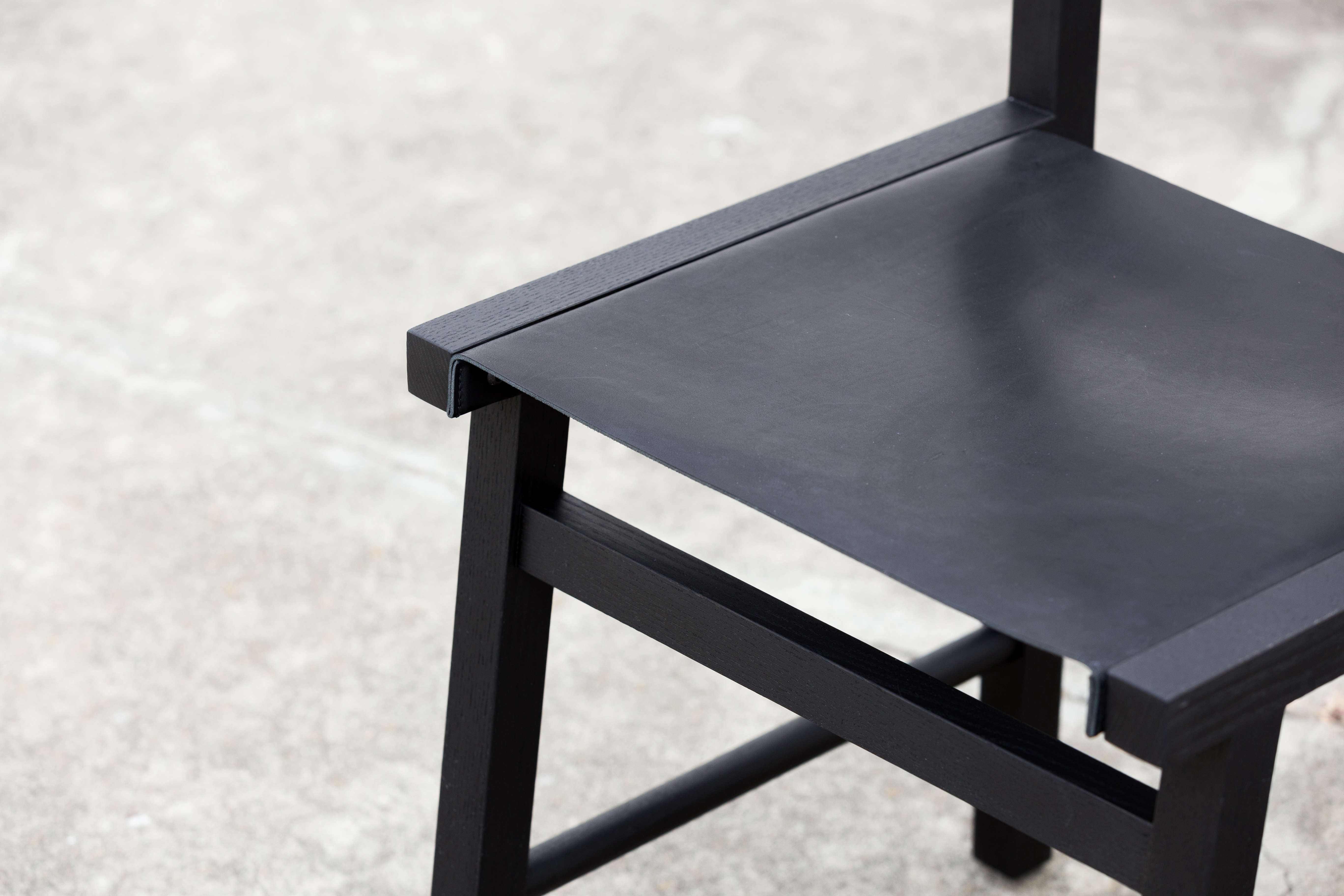 Detail of the black leather sling seat.