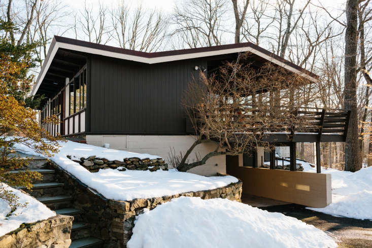 12 Favorites SnowCovered Cabins from the Remodelista Archives Carla and Niall Maher have slowly restored a \1950&#8\2\17;s ranch house in Westchester to its midcentury roots. See more atThe Wood House: A Midcentury Work in Progress in Westchester.