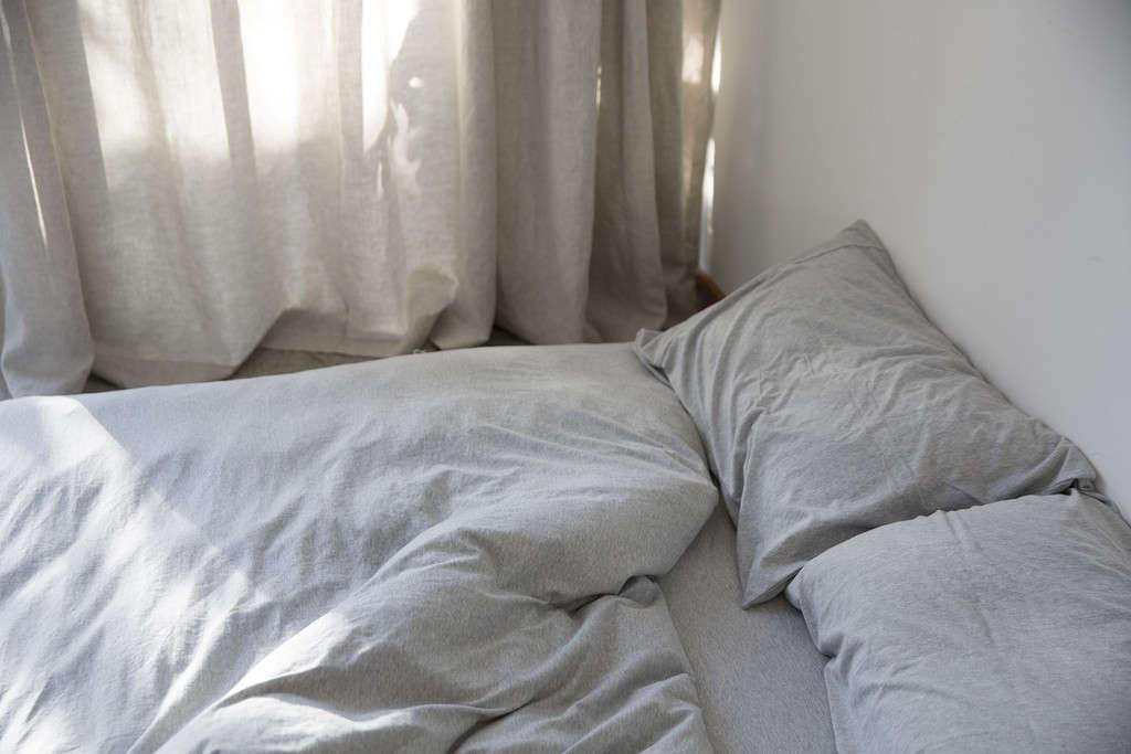 dehei-light-gray-bedding-remodelista-1