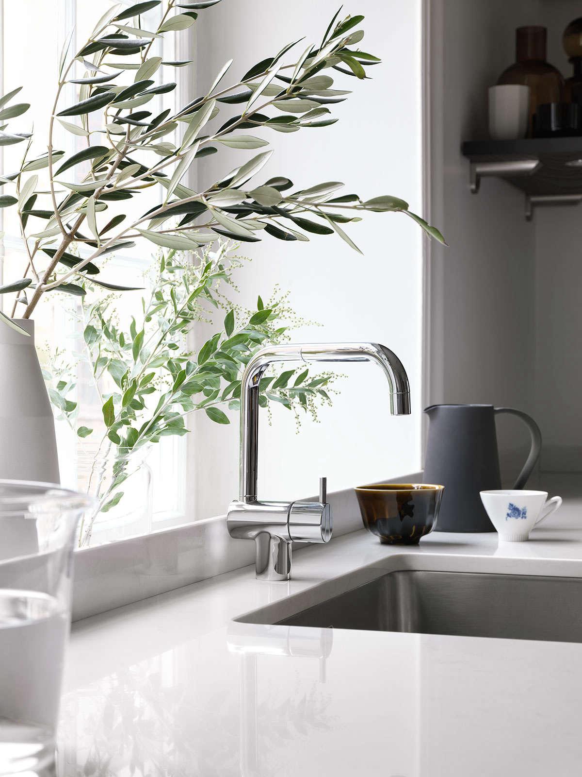 bistro kitchen in ash brown by ballingslov of sweden remodelista 2 13