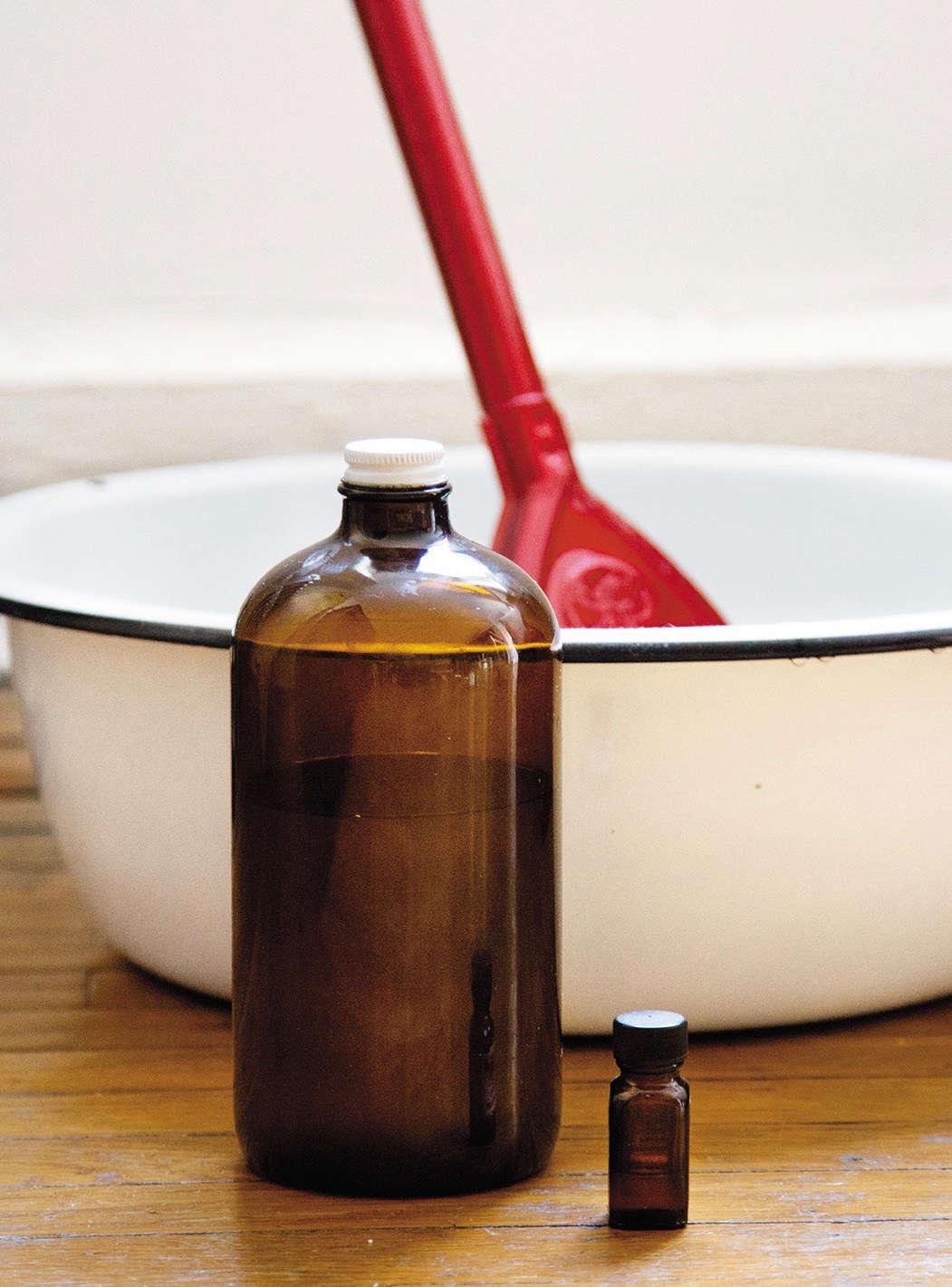 classic cleaning solutions from simple matters by erin boyle | remodelista 10