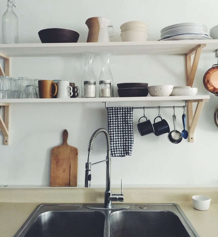 10 Easy Pieces PullDown Sprayer Faucets Trollhagenco theschoolhouse kitchen remodel faucet roundup Remodelista