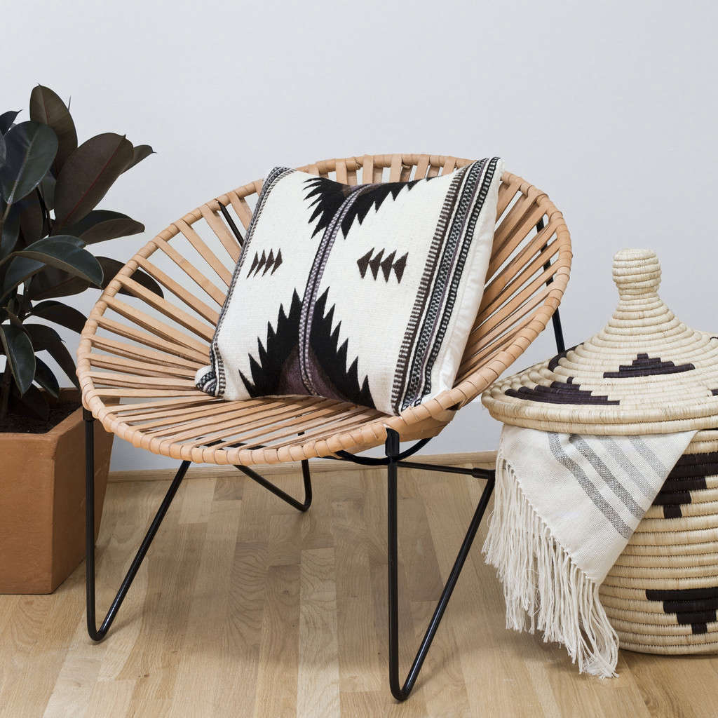 black base acapulco chair remodelista 10
