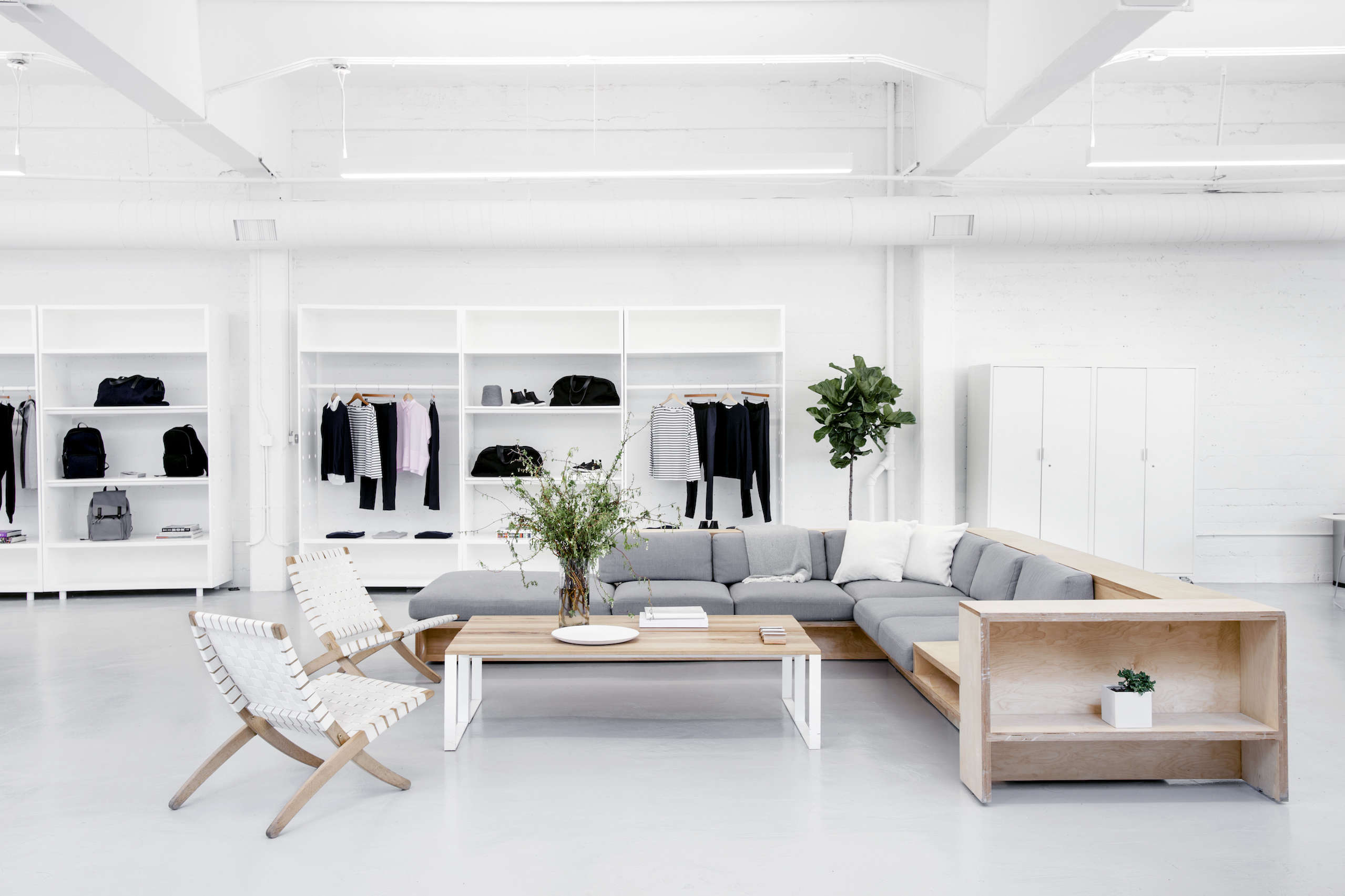 Everlane's lofty white office in SF, Carlos Chavarría photo | Remodelista