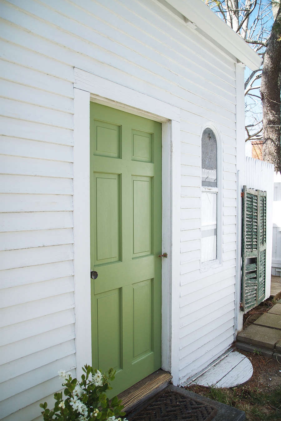 A Spring Green Door with Farrow amp Ball Paint Door in Yeabridge Green from Farrow & Ball | Remodelista