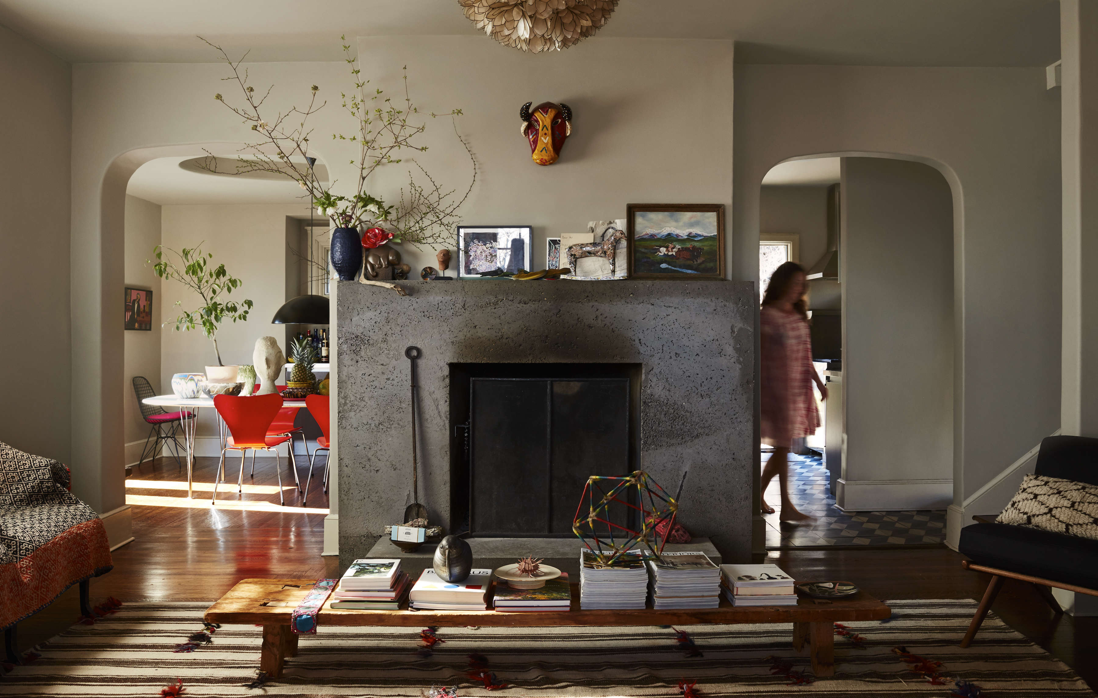 livia lives in a funky \190\1 spanish mediterranean house in riverdale, in the  9