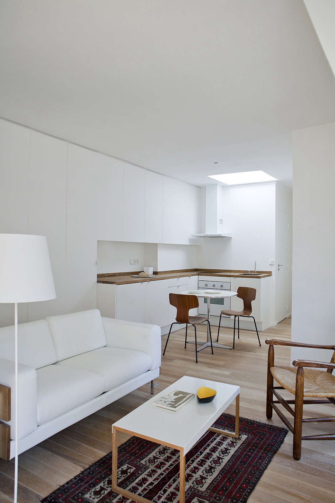 paris all white pied a terre, a garret remodel in montparnasse by architect phi 9