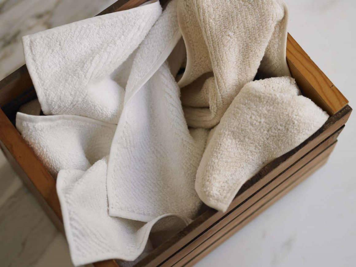 10 Easy Pieces Basic White Bath Towels air weight wash cloth coyuchi remodelista