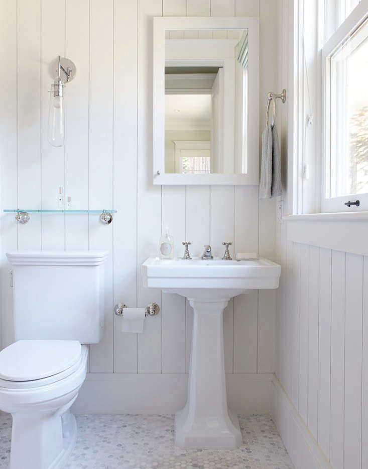Photograph of a bathroom byCalifornia-basedChambers & Chambers Architects, from Favorites: White Bathrooms from the Remodelista Designer Directory.
