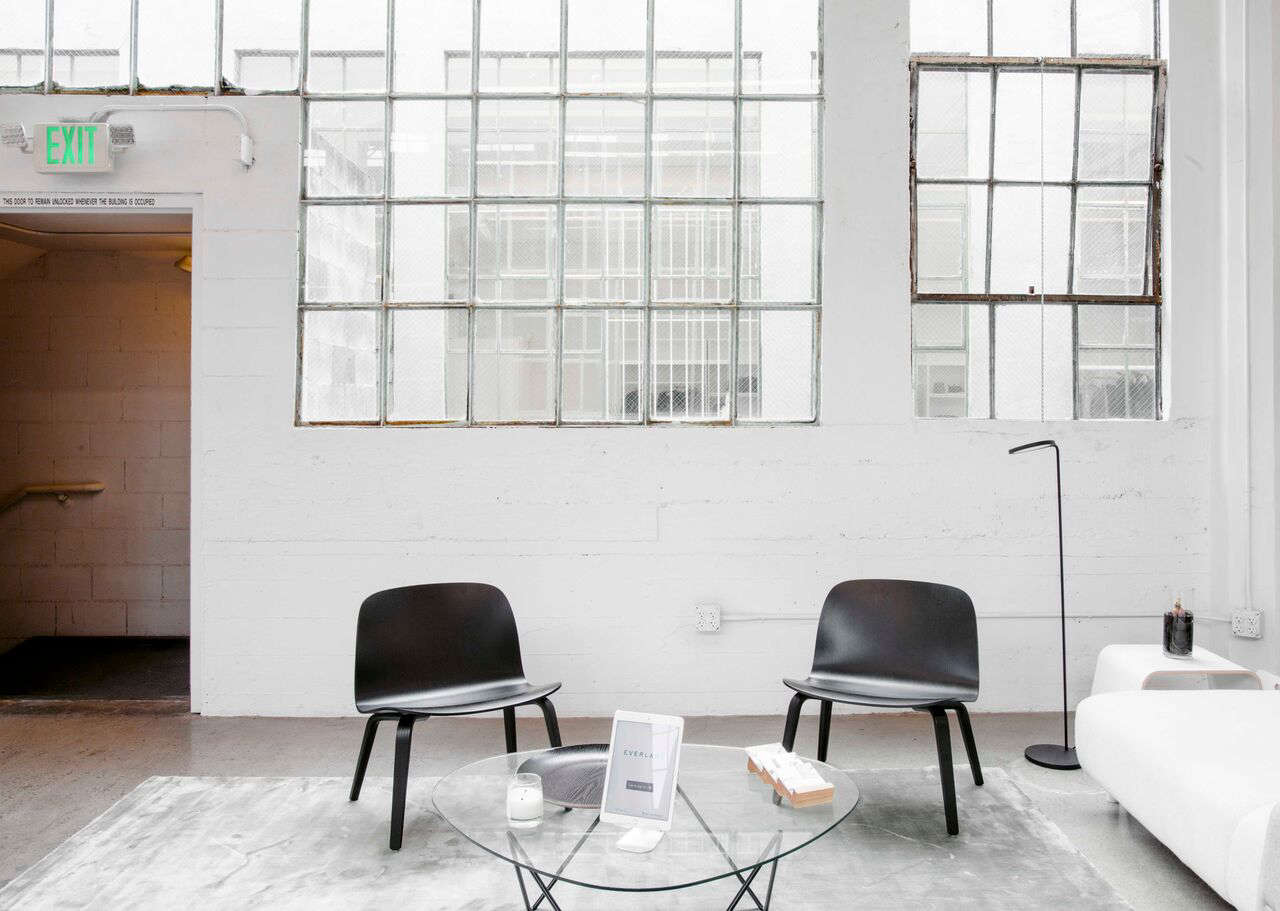 Scandinavian chairs in Everlane's lofty white office in SF, Carlos Chavarría photo | Remodelista