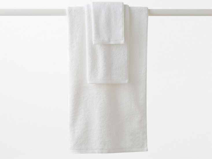 10 Easy Pieces Basic White Bath Towels garnet hill white towels remodelista
