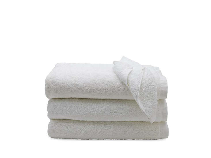 10 Easy Pieces Basic White Bath Towels waterworks cumulus cloud towel remodelista