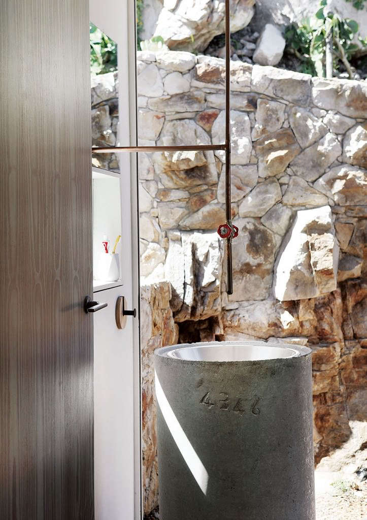 AirBnB-Beach-house-Scarborough-South-Africa-Claire-and-Michael-Cobbledick-owners-Beatty Vermeiren-architects-Remodelista-2