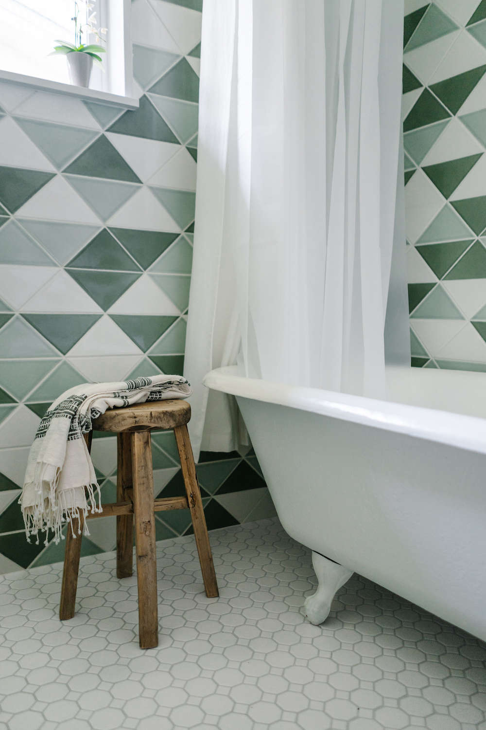 bathroom remodel with fireclay tile | remodelista 15