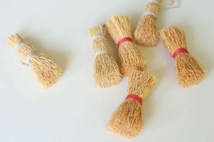 Iris-Hantverk-Washing-Up-Whisks-Flotsam-and-Fork-Remodelista-733x488
