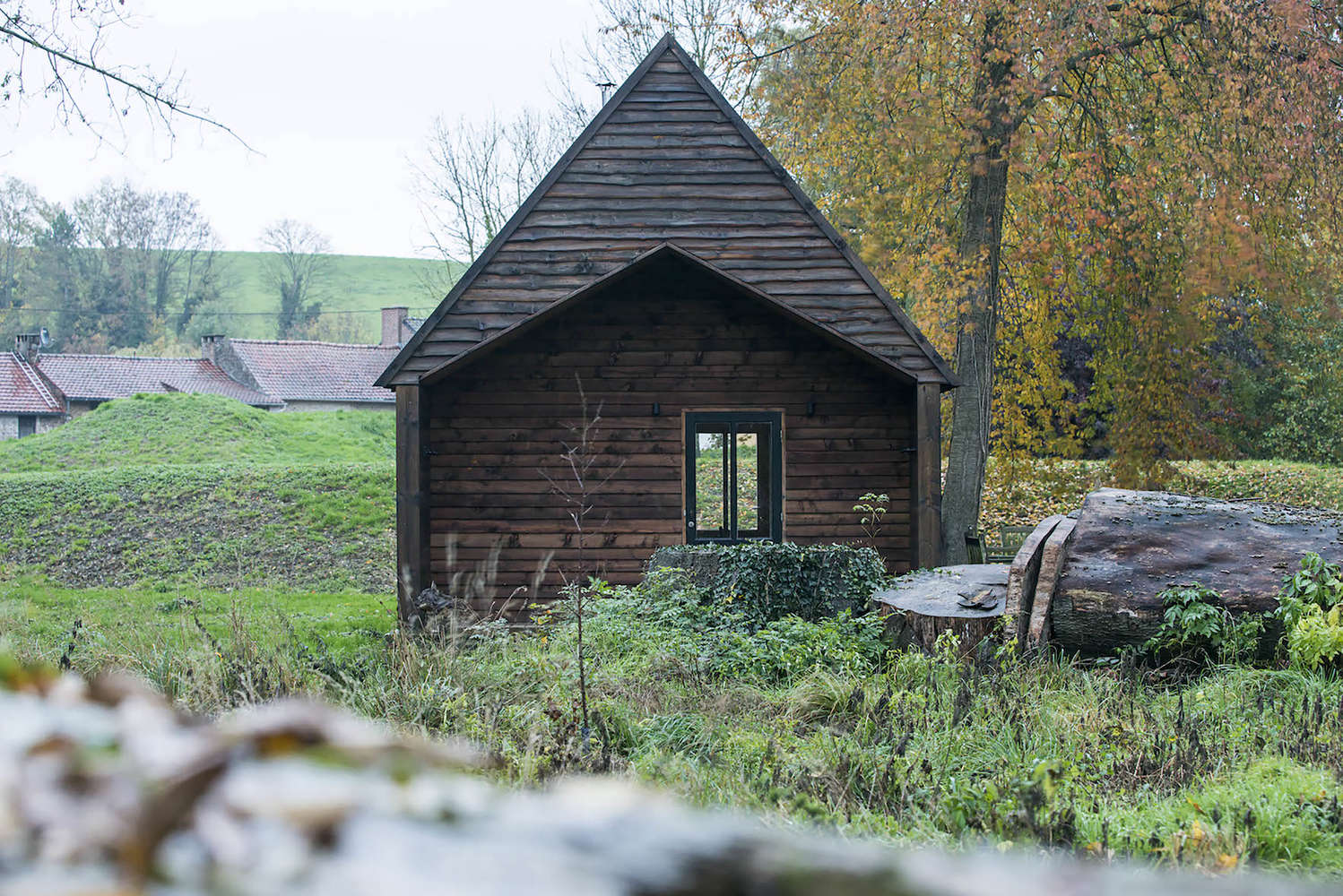 woodland cabin in belgium designed and built by london architecture firm de ros 14