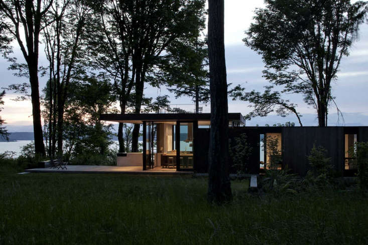 A Puget Sound Cabin That Rests Lightly on the Landscape Though thehouseis sleek and modern, it&#8\2\17;s not a precious place; the owners wanted to maintain the usability that theoriginal run down fishing cabinhad afforded them—for cooking, kayaking, and for easyuse by both the family and their dogs.