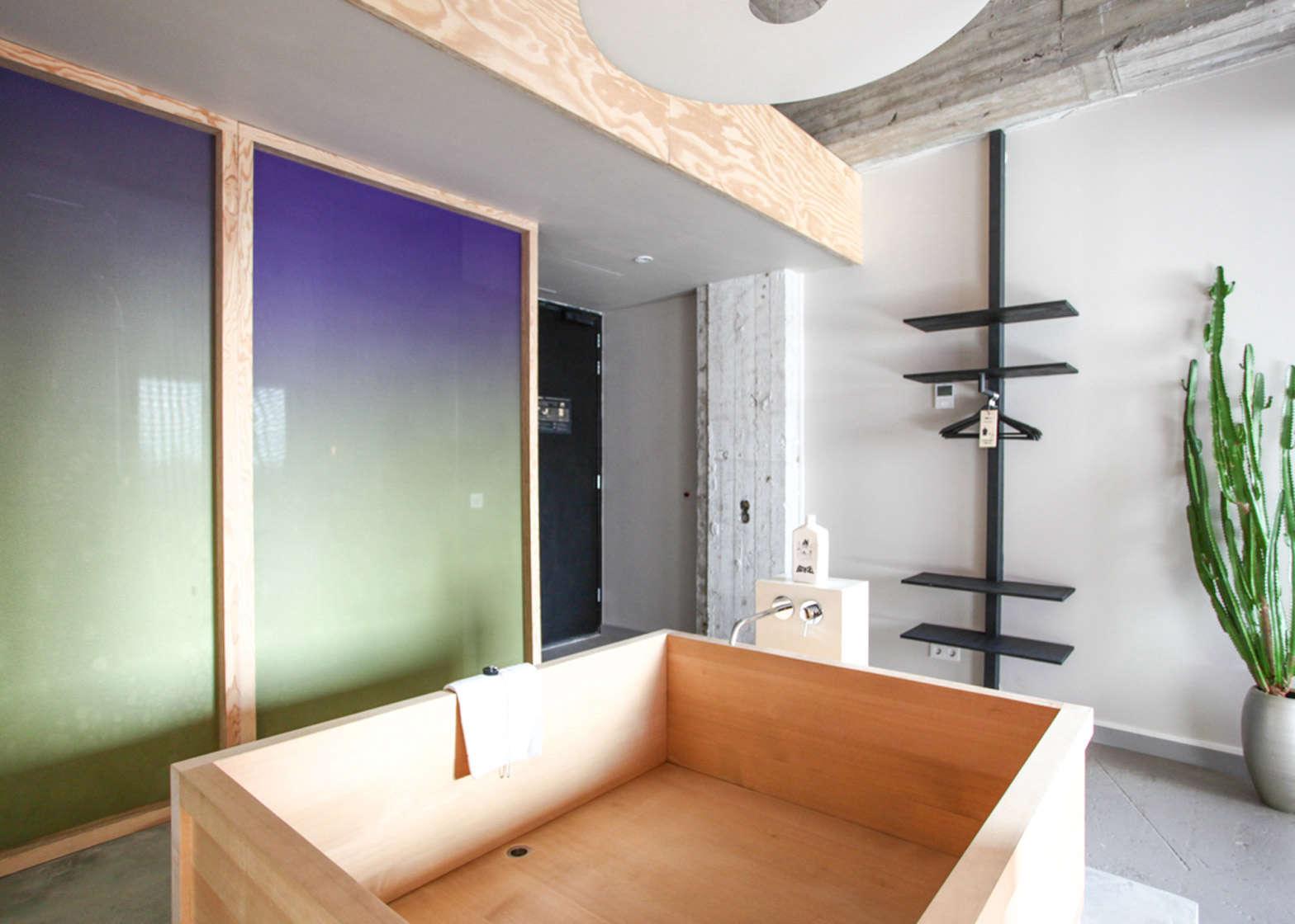 Bathing-Bikou-Volkshotel-Amsterdam-by-Hanna-Maring-11