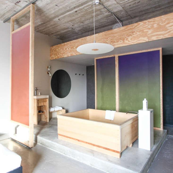 Um quarto com temática de banhos da designer holandesa Hanna Maring em Amsterdã & # 8