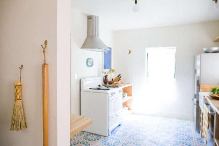 beatrice valenzuela ramsey condor echo park house tiled kitchen remodelista 10 13