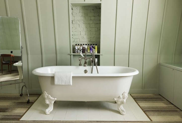 A subtle green in a guest bath at London&#8
