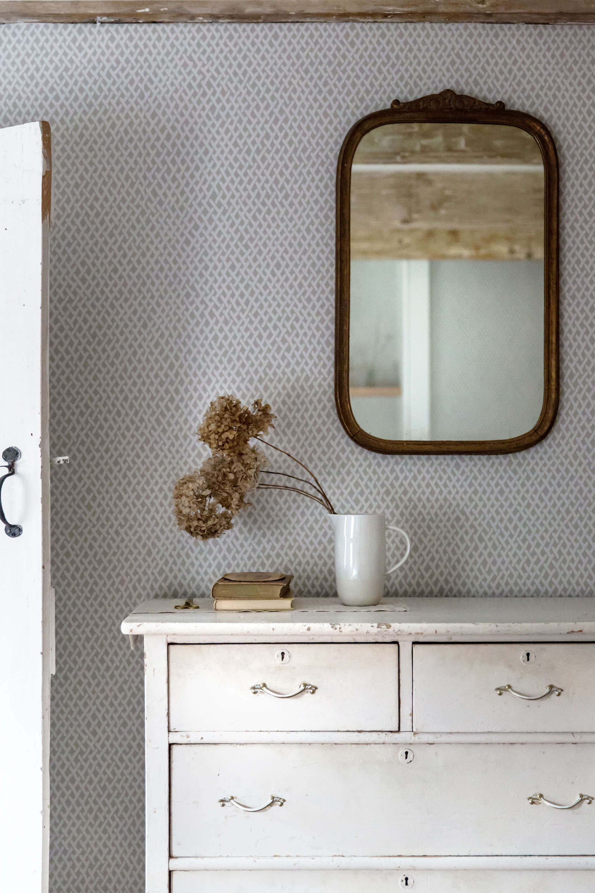 jerset ice cream co old chatham house, remodelista, guest bdrm mirror 26