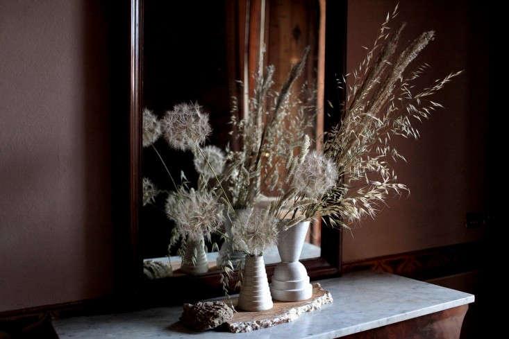 a sculptural autumn arrangement of dried grasses and stems, via florist in resi 9