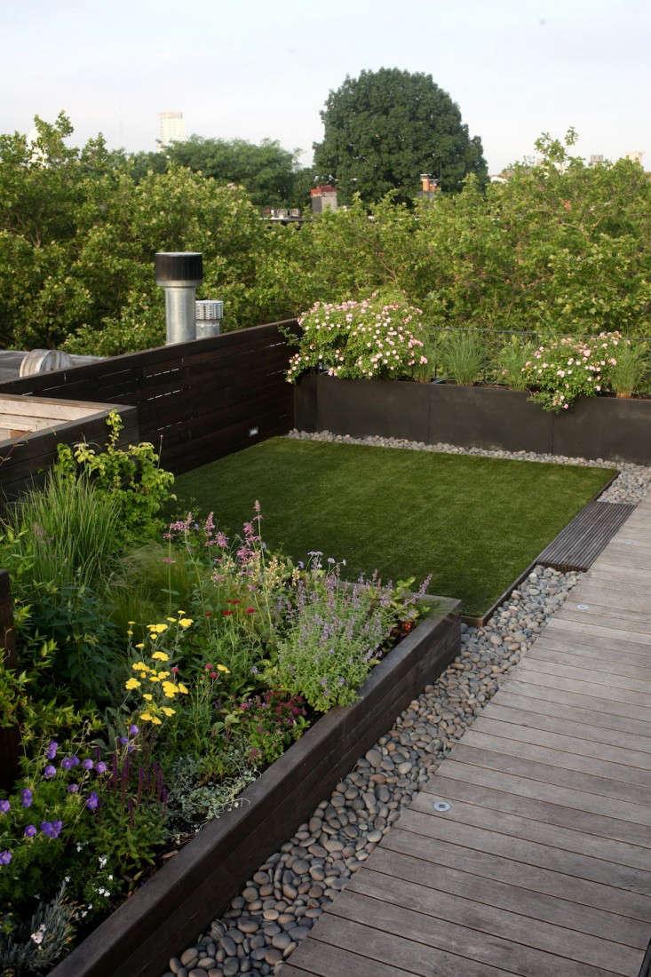 julie farris house artificial grass 9