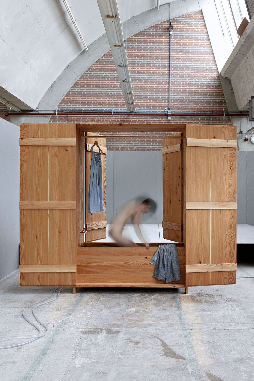 The Badkast, an enclosed version, is, like the Badbox, handmade from asingle larch tree from the Netherlands.