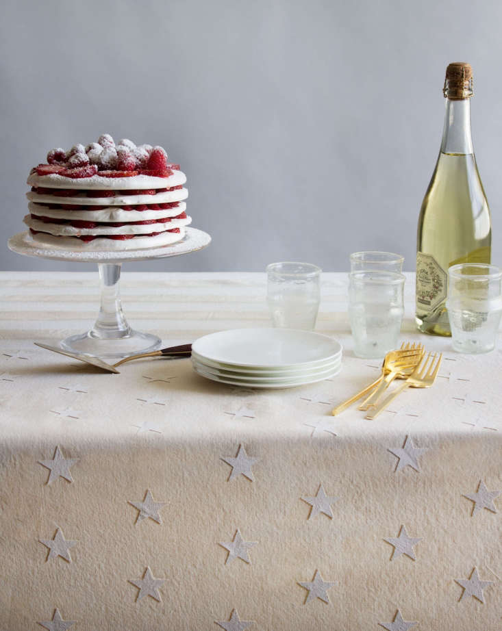 this week&#8\2\17;sdiy: a flag inspired fourth of july tablecloth by davi 10