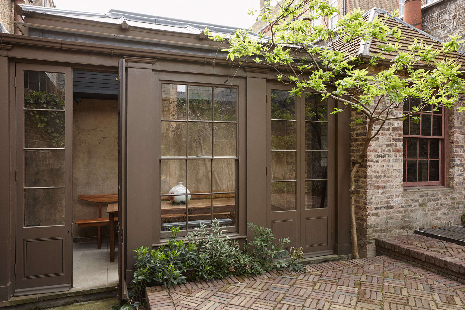 The New Road Residence A Curated London House from Hostem Newroad Residence London Remodelista 7C