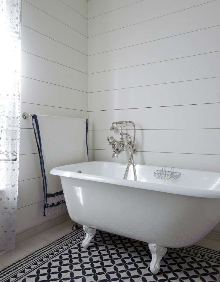 Expert Advice The Enduring Appeal of Shiplap Tiina Laakonen&#8\2\17;sbath in Amagansett, New York. Photograph by Matthew Williams forRemodelista: A Manual for the Considered Home.