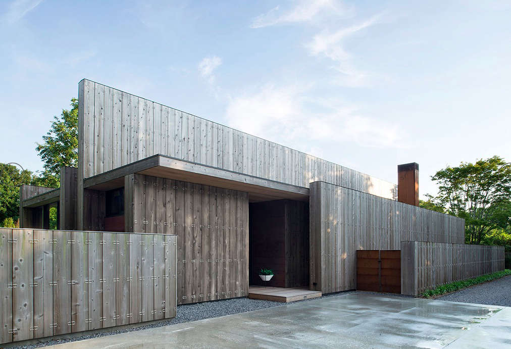 Modern Beach House by Bates Masi | Remodelista